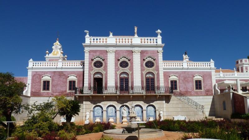 Kleurrijke bouwwerken in Faro